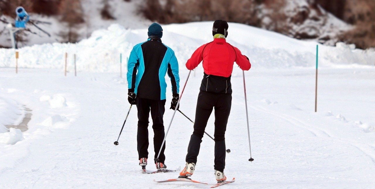 cross-country-skiing-3020751_1280